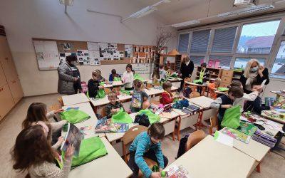 Četrtna skupnost Šmarna gora je obdarila naše prvošolce